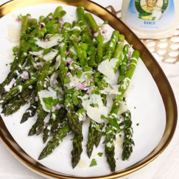 Grilled asparagus salad with bottle
